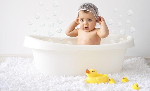 купание ребенка